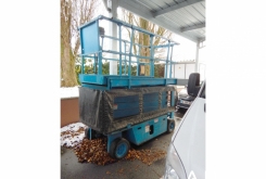 Grove scissor lift